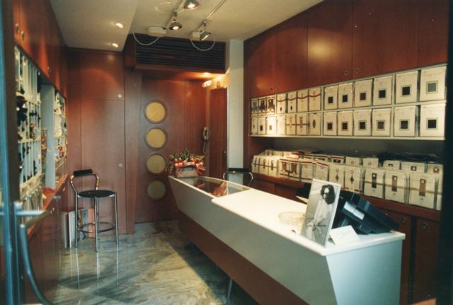 Progettazione e realizzazione di negozi vogue for Progettazione di negozi